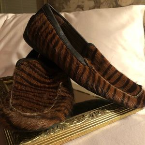 Exquisite Born Crown tiger print hair on loafers